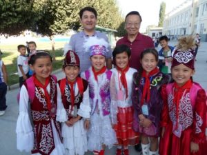 Honorary Chairman David Tsang visited a Xinjiang Shin Shin school.