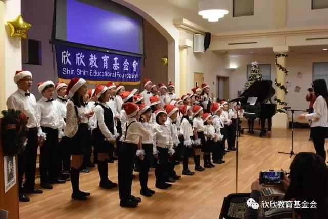 欣欣儿童合唱团表演了《鲁冰花》、圣诞歌曲。