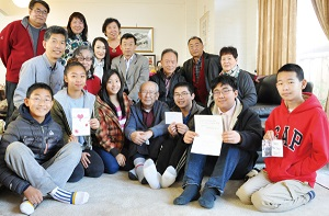 Shin Shin students express new year greetings to grandfather Shao