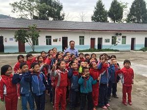综合消息——欣欣代表团回访各地捐建小学